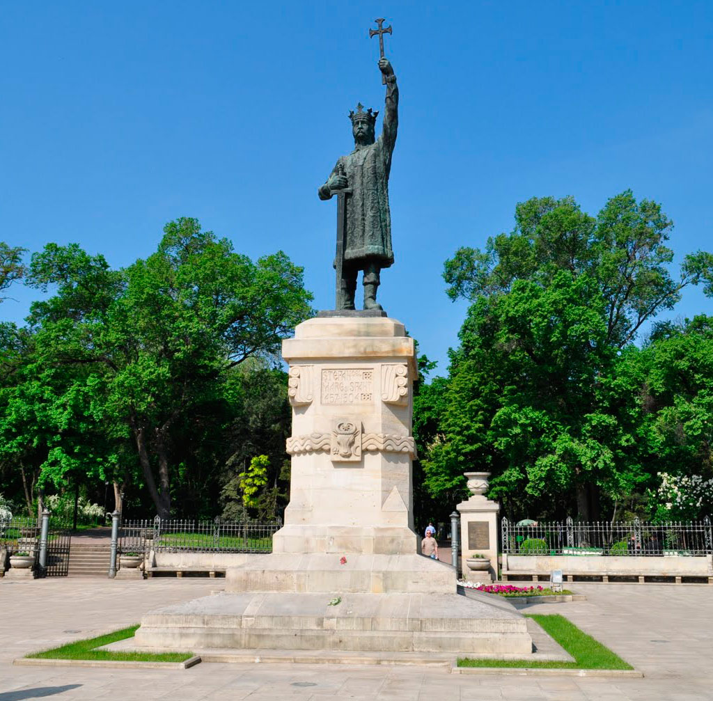 The Monument Of Stefan Cel Mare picture